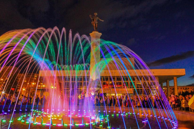 Светомузыкальный фонтан на Театральной площади