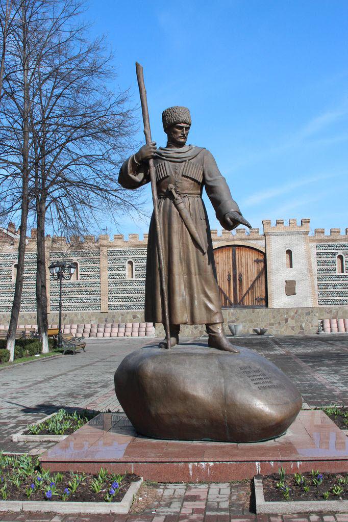 Памятник Дзаугу Бугулову