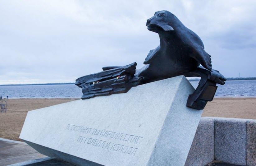 Памятник тюленю-спасителю