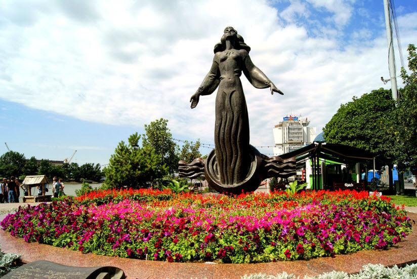 Скульптура «Ростовчанка»