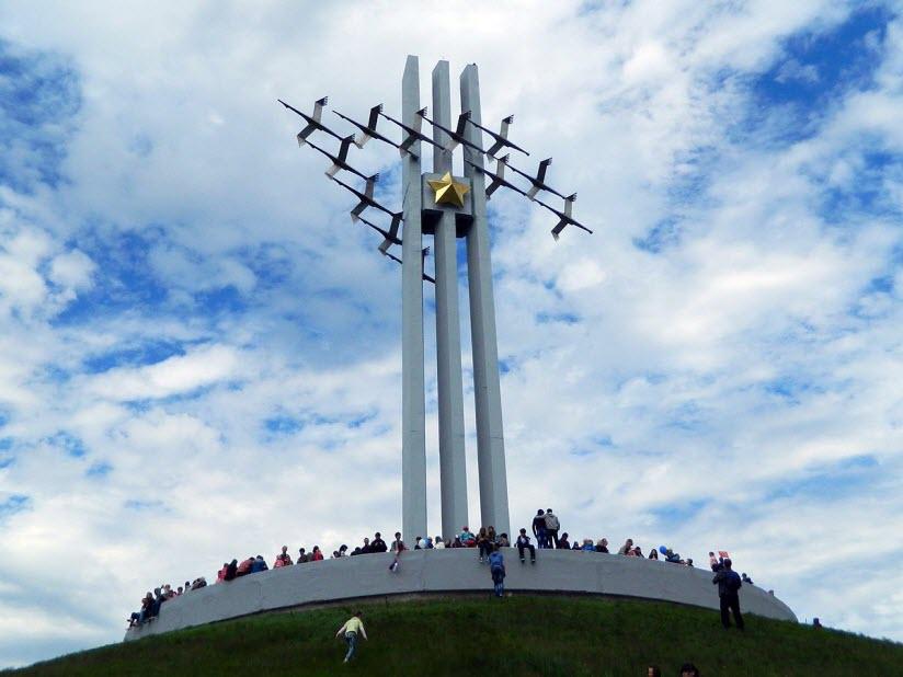 Памятник «Журавли»