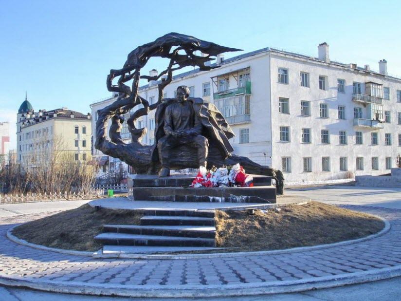 Памятник А. Кулаковскому