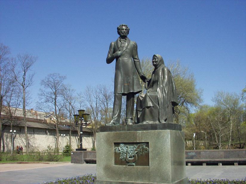 Памятник А.С. Пушкину и няне