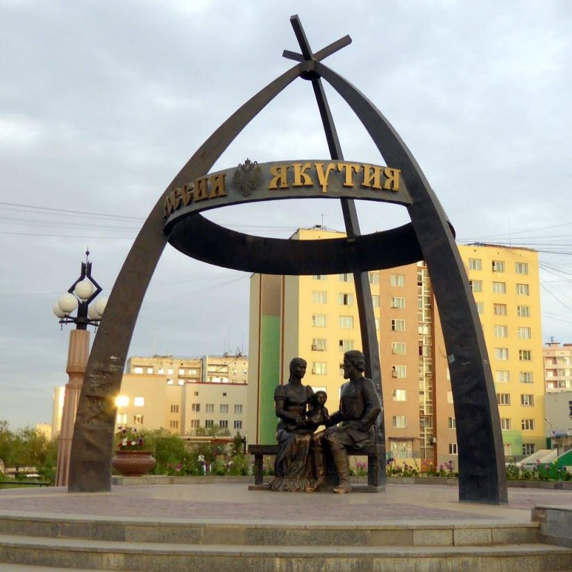 Памятник Абакаяде и С. Дежневу