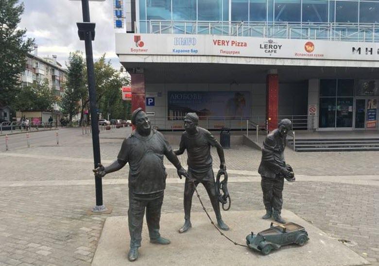 памятник героям Гайдая в Перми