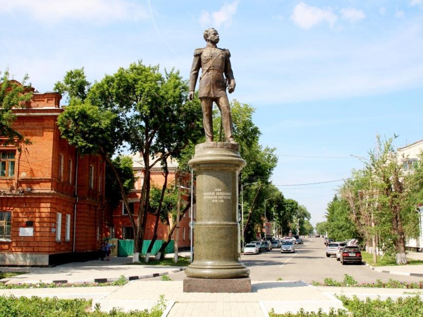 Памятник Н. Муравьеву-Амурскому