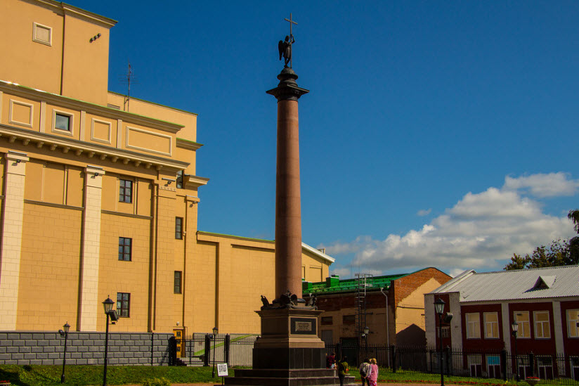 Михайловская колонна
