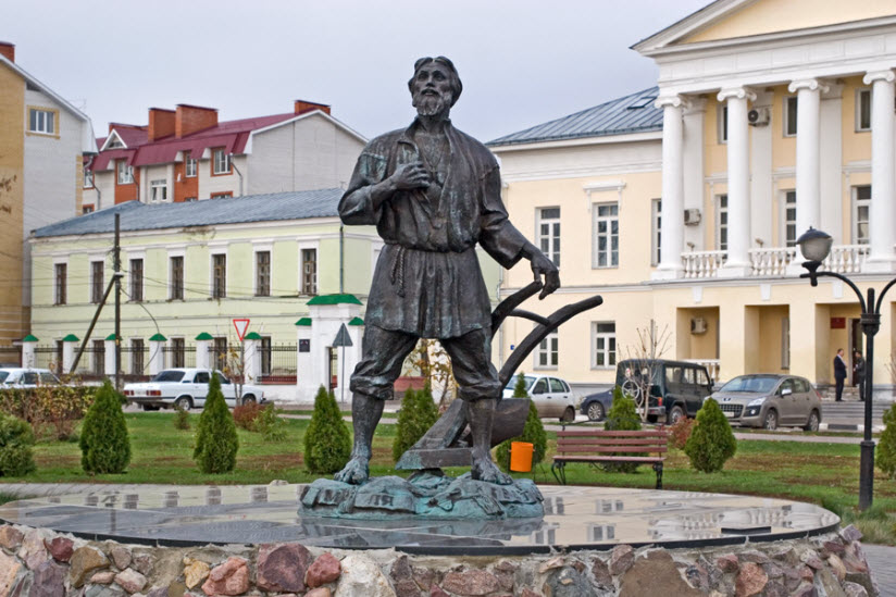 Памятник тамбовскому мужику