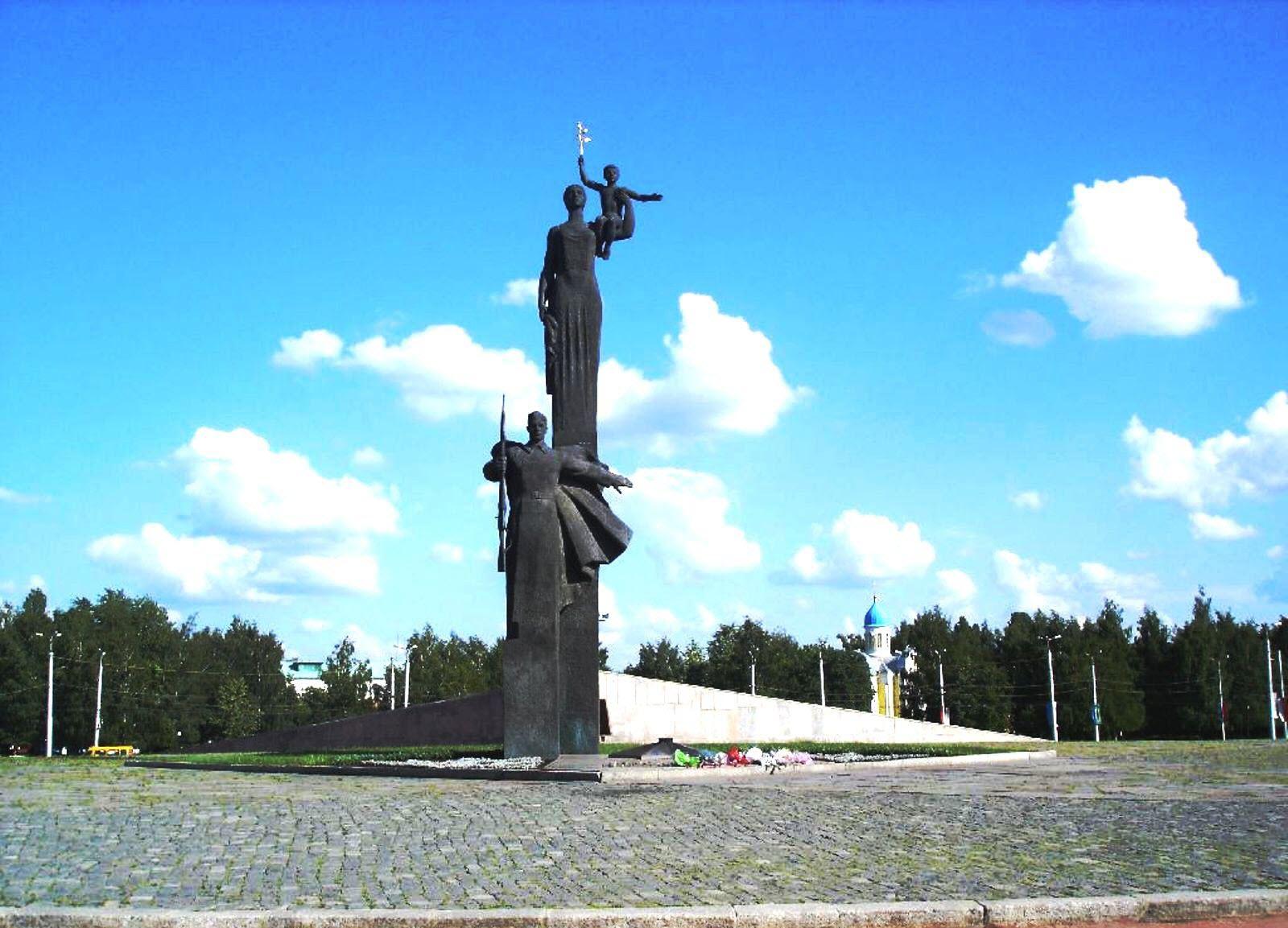 Монумент трудовой и воинской Славы
