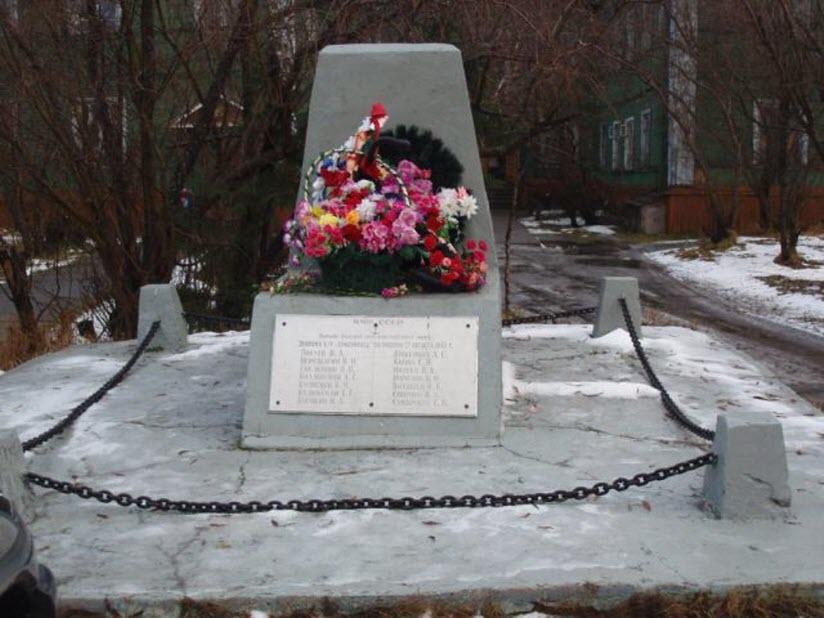 Памятник экипажу буксира Комсомолец