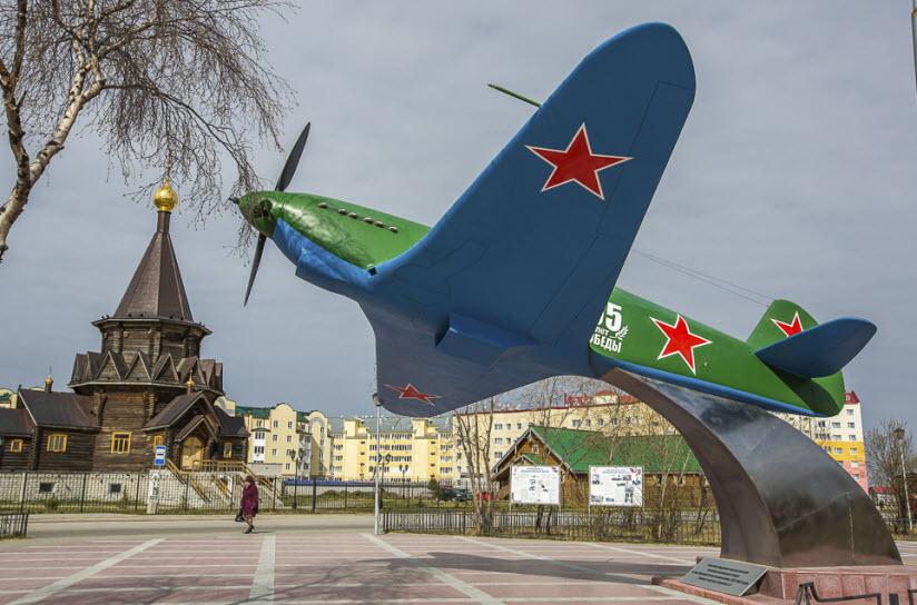 Памятник Як-7Б