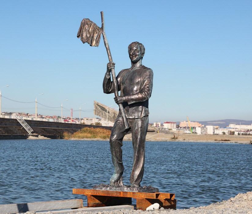 Памятник Геше Козодоеву
