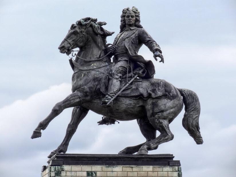 Памятник В. Татищеву