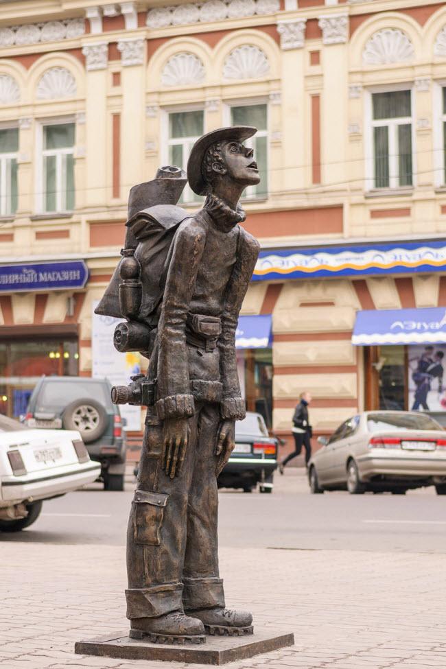 Памятник туристу