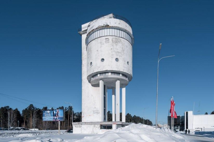Белая башня на Уралмаше