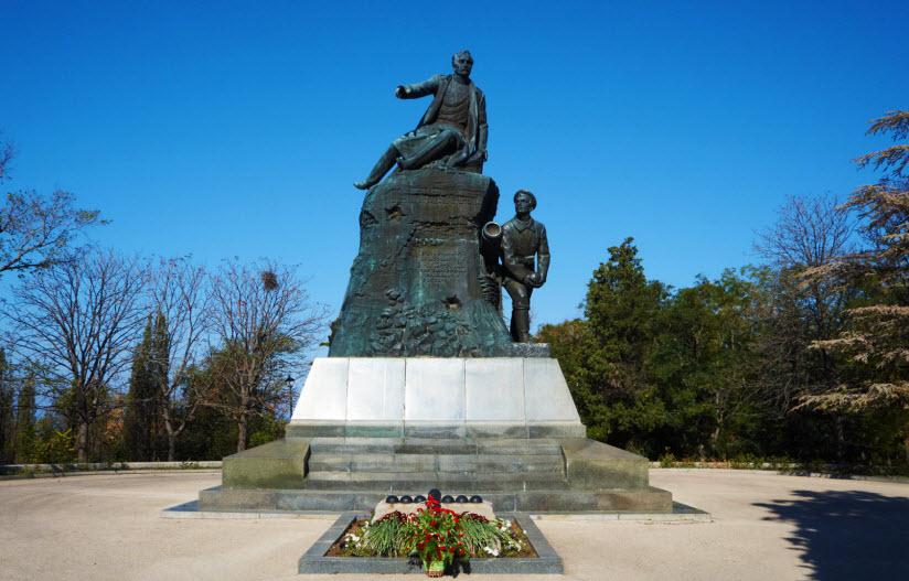 Памятник Корнилову В.А.
