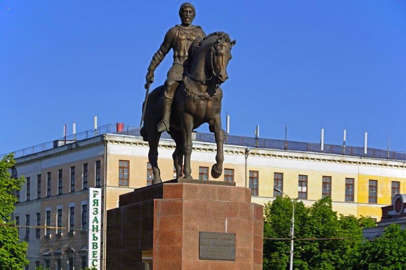 Памятник князю Олегу