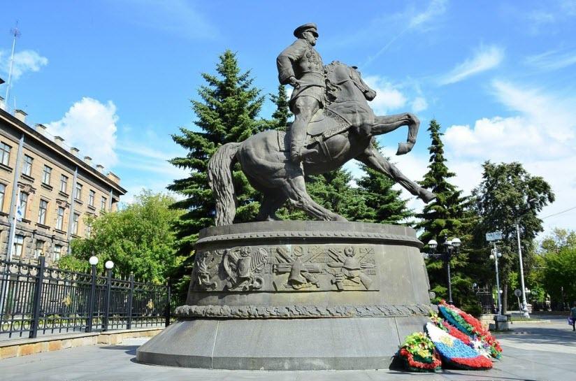 Памятник маршалу Г.К. Жукову