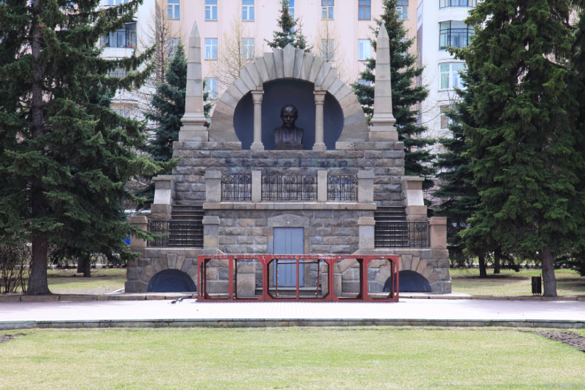Мавзолей Ленина на Алом поле