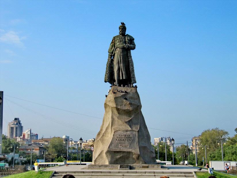 Памятник Ерофею Хабарову