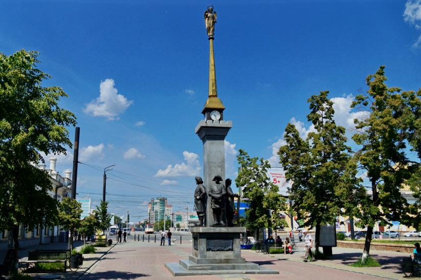 Памятник основателям