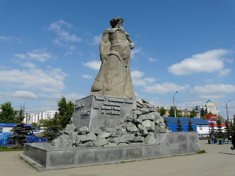 Скульптурная композиция «Сказ об Урале»