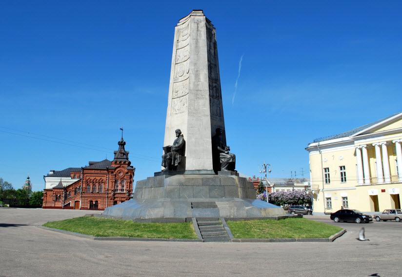 Монумент 850-летие Владимира