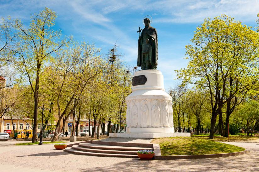 Памятники княгине Ольге на Октябрьской площади