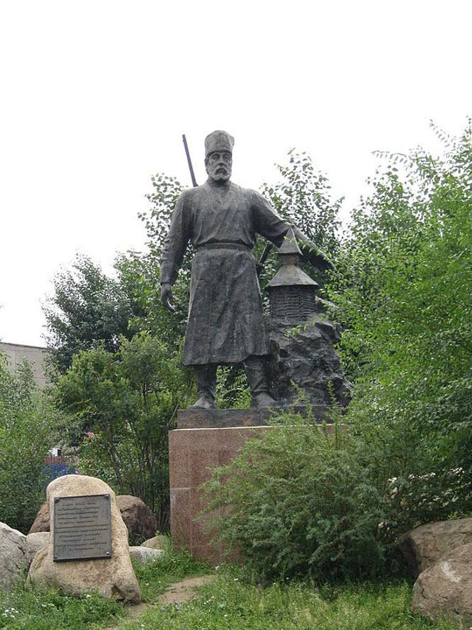 Памятник П. Бекетову
