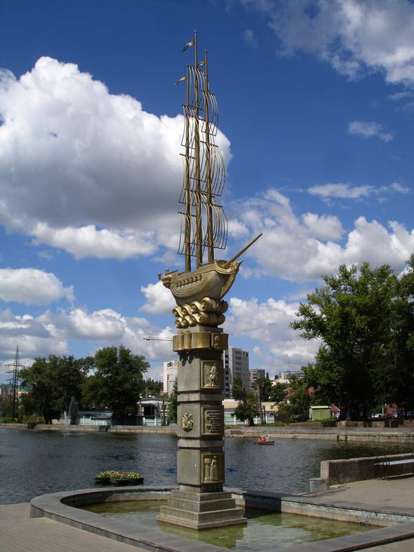 Памятник 300-летия города
