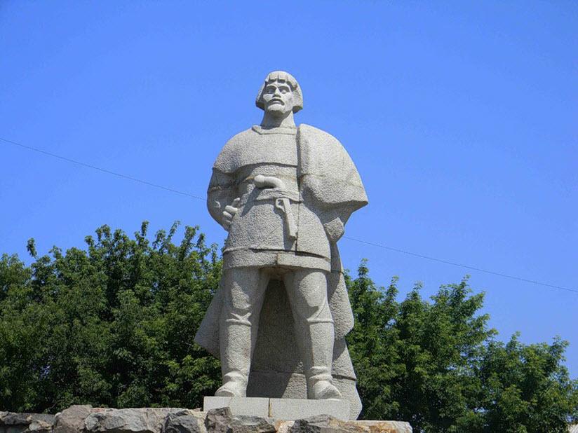 Памятник Е. Пугачеву