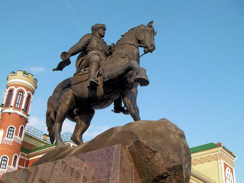 Памятник И. Ноготкову-Оболенскому