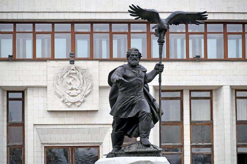 Памятник царю Ивану III