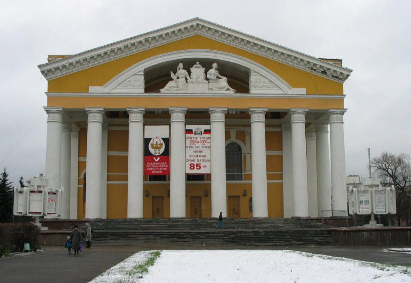 Здание марийского драматического театра