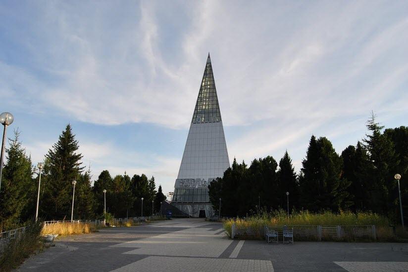 Монумент Первооткрывателям