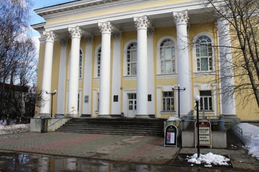 Здание республиканской библиотеки