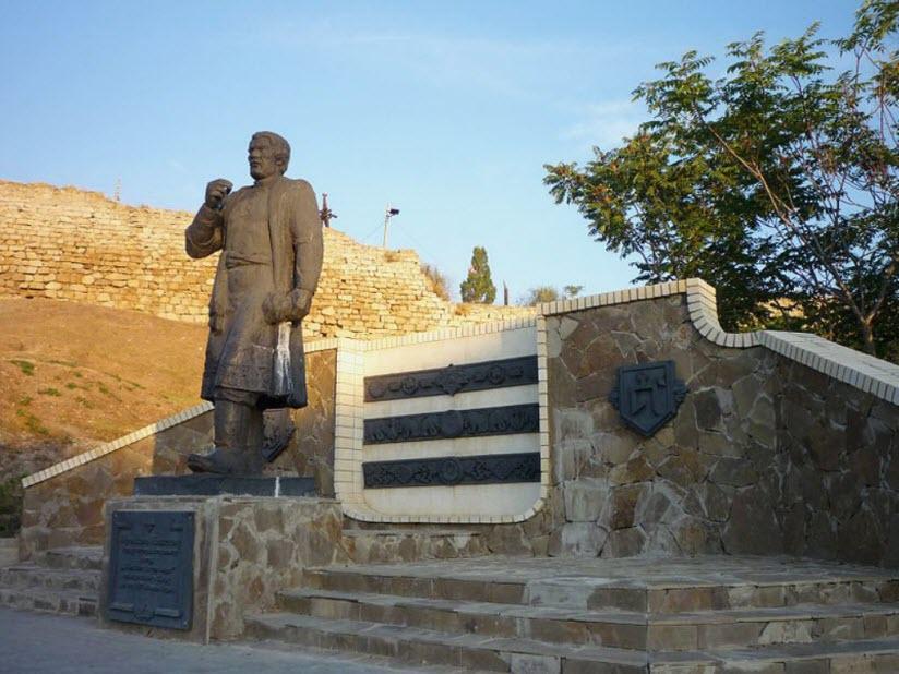Памятник А. Никитину