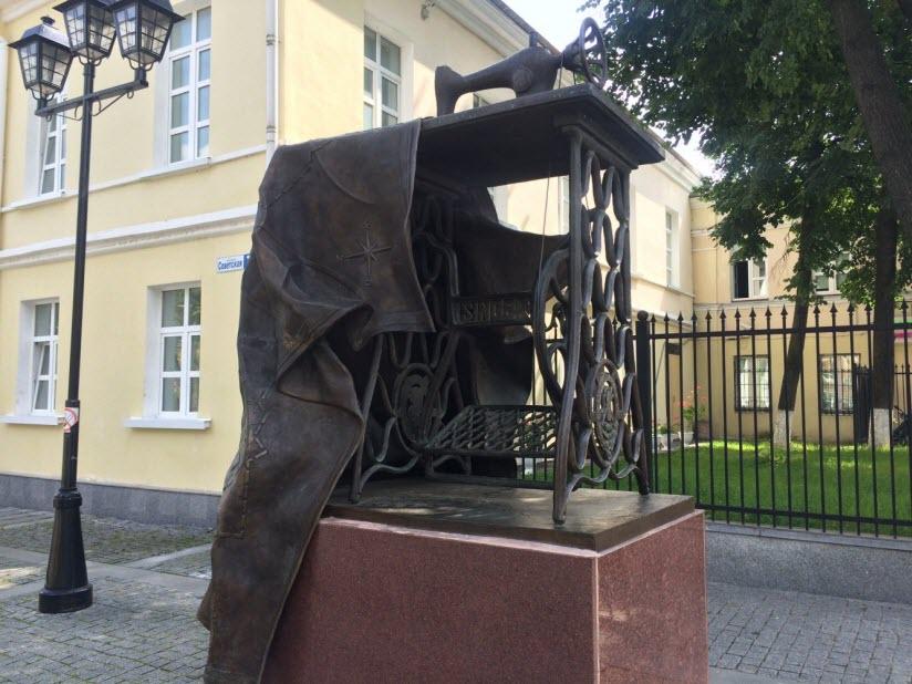 Памятник швейной машинке «Зингер»