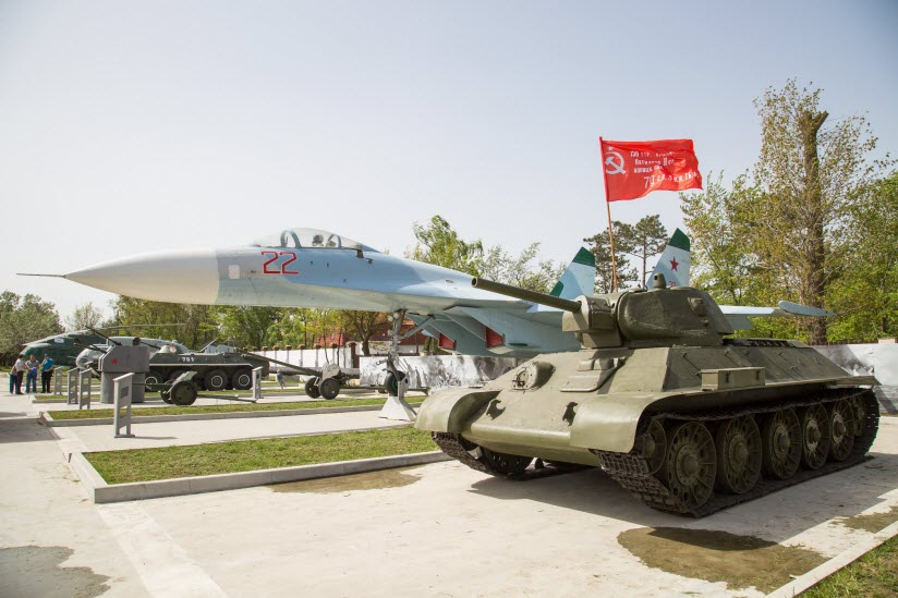 Сквер военной техники