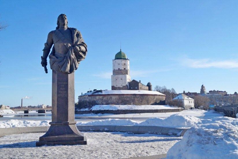 Памятник Ф. Апраксину