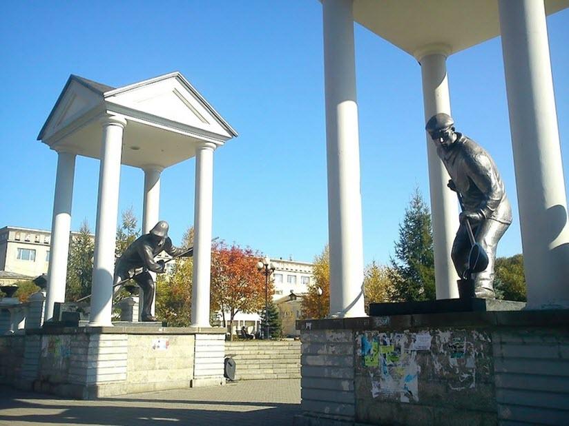 Монументальная композиция «Сталевары»