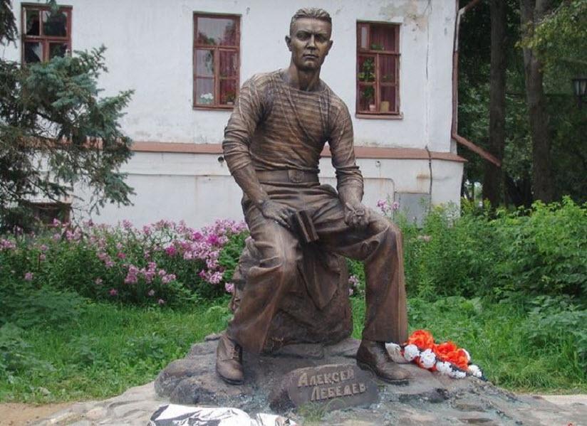 Памятник А. Лебедеву