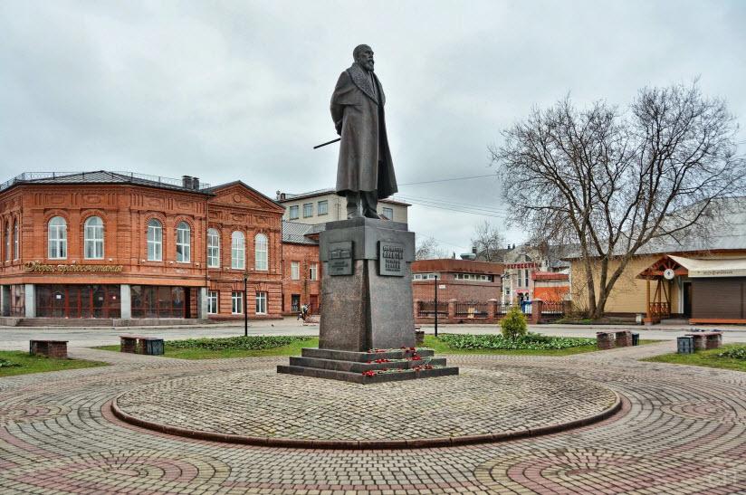 Памятник И. Милютину