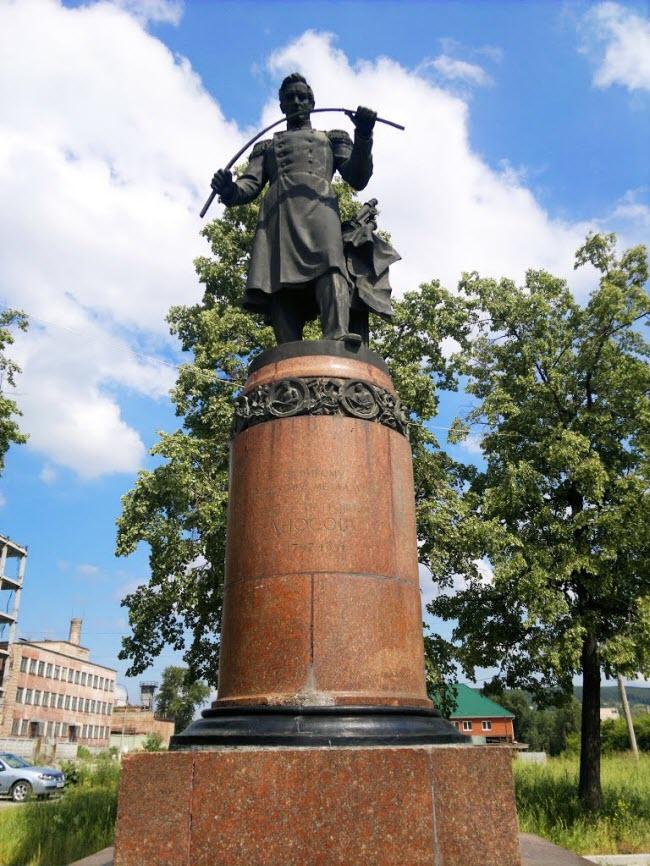 Памятник П. Аносову