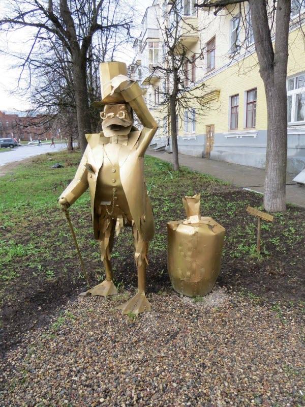 Памятник Скруджу Макдаку