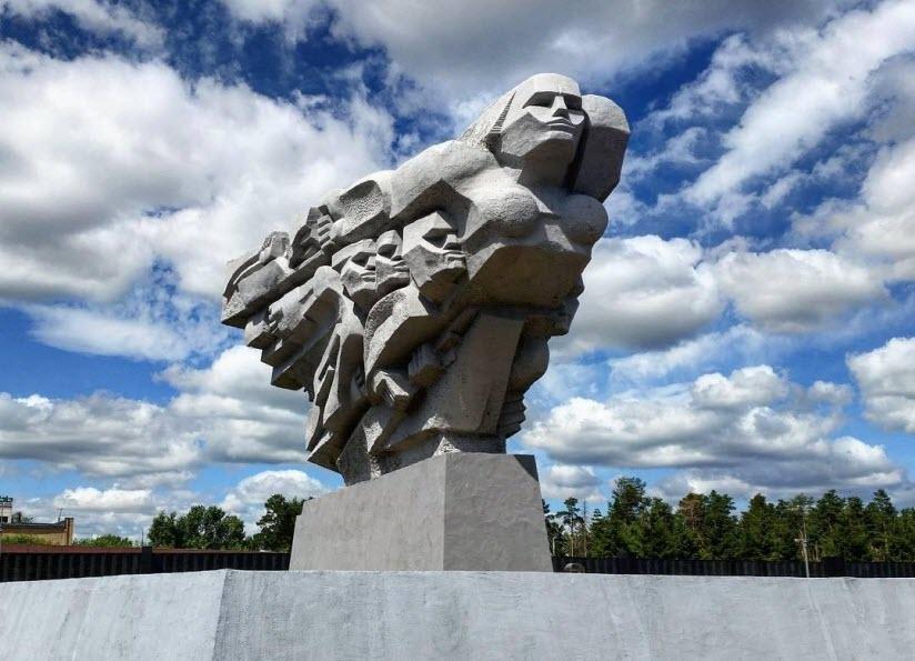 Монумент «Родина-мать»