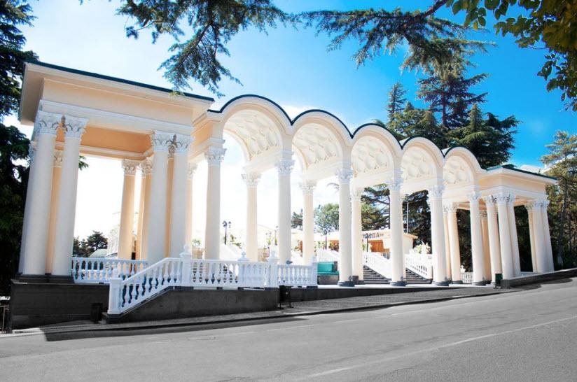 колоннада в Приморском парке