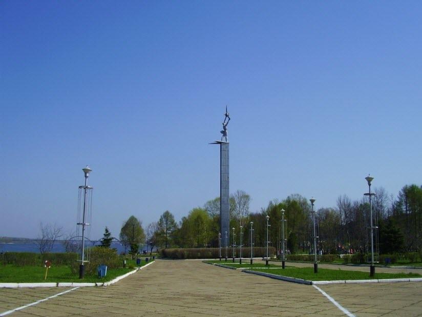 Обелиск Славы в Волжском парке