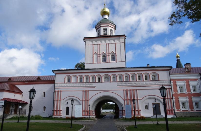 Архангельская надвратная церковь
