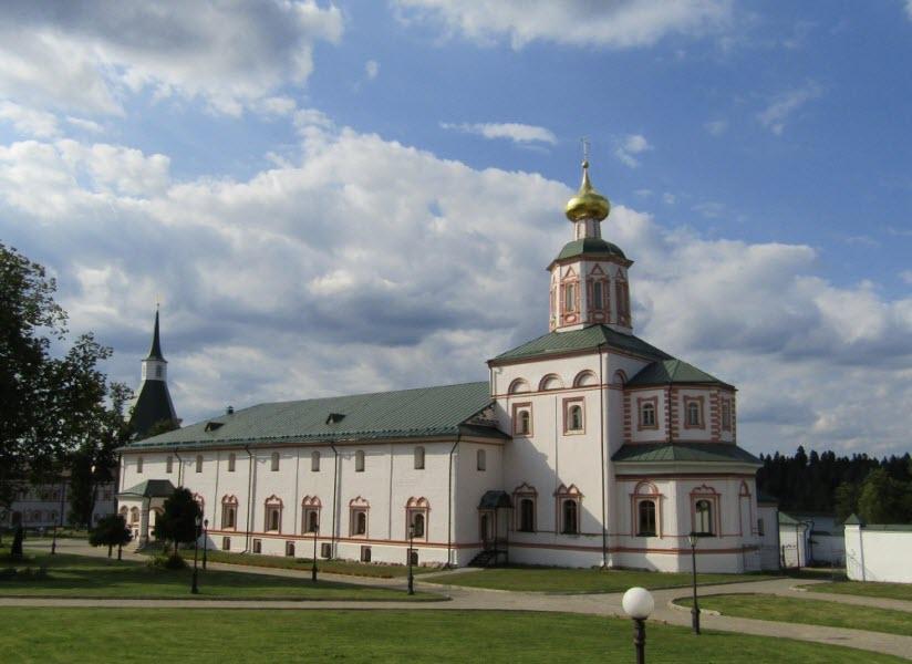 Богоявленская трапезная церковь